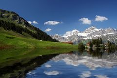 alpsreflexionsschweizare switzerland Royaltyfri Bild