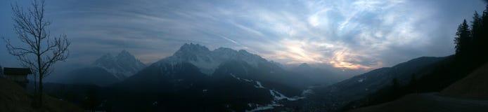 alpssolnedgång Arkivfoto