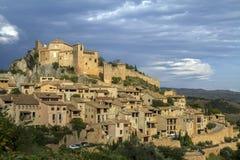 Alquezar骑士` s城堡,韦斯卡省省,阿拉贡古老中世纪村庄  免版税图库摄影