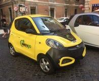 Alquiler de coche eléctrico fotos de archivo libres de regalías