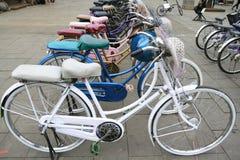 Alquiler de la bicicleta en Jakarta Foto de archivo libre de regalías