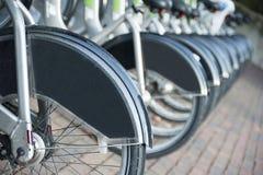 Alquiler de la ciudad una bici Imagen de archivo libre de regalías