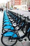 Alquiler de las bicicletas en Londres Imágenes de archivo libres de regalías