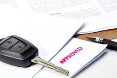 Alquiler del coche o préstamo de coche aprobado Fotografía de archivo