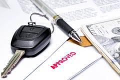Alquiler del coche o préstamo de coche aprobado Imágenes de archivo libres de regalías