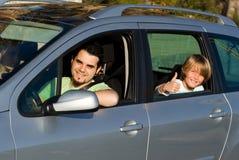 Alquiler o alquiler de coche de familia Imágenes de archivo libres de regalías