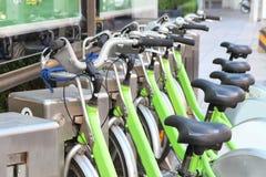 Alquiler público de la bicicleta Imagen de archivo libre de regalías