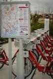 Alquiler-uno-bici Imagen de archivo