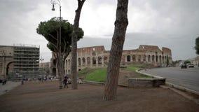 Alrededores del Colosseum en Roma, Italia metrajes