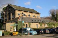 Alresford, Regno Unito - 28 gennaio 2017: Mulino e magazzino della stazione, a Alre Fotografia Stock Libera da Diritti