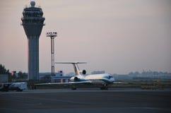 Alrosa图波列夫Tu154M航空器在普尔科沃国际机场在圣彼德堡,俄罗斯 免版税库存照片