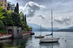 Als Como, Italië, 24 april 2014, de Lentelandschap op Meer Como, Royalty-vrije Stock Afbeelding