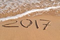 2017, als das neue Jahr, im Sand eines Strandes Lizenzfreie Stockfotografie