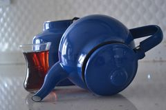 Als de theepot goed is, zou de thee aardig zijn, stock afbeelding