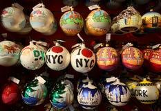 Als thema gehade Kerstmisornamenten van New York Stad Stock Afbeeldingen