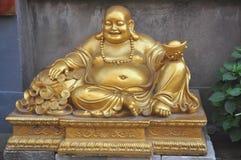 Als u aan het standbeeld van Boedha van Boedha Boedha komt, glimlacht Sakyamuni Boedha gezichts gouden en zilveren juwelen stock afbeelding