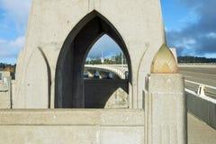 Alsea fjärdbro med bågar Fotografering för Bildbyråer