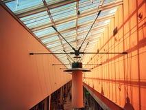 Alsmost symmetrische Lampen Intresting im Mall Stockfotografie