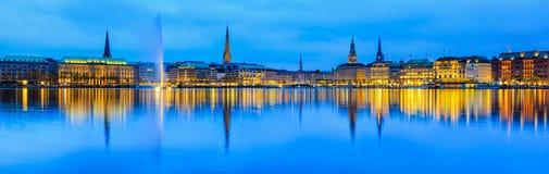 Alster湖全景视图在汉堡,德国 免版税库存照片