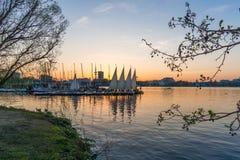 Alster-Segelboot-Hamburg-Sonnenuntergang Stockfotos