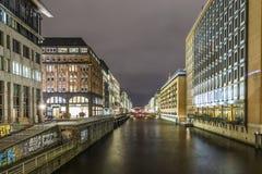 Alsterfleet Amburgo Germania alla notte Immagini Stock Libere da Diritti