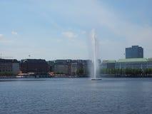 Alsterfontaene (阿尔斯坦喷泉)在Binnenalster (内在Alster湖)在汉堡 图库摄影
