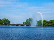 Alsterfontaene (阿尔斯坦喷泉)在Binnenalster (内在Alster湖)汉堡hdr的 图库摄影