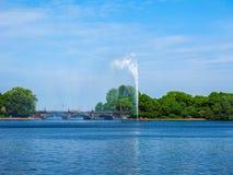 Alsterfontaene (fontaine d'Alster) chez Binnenalster (lac intérieur Alster) dans le hdr de Hambourg Photo libre de droits