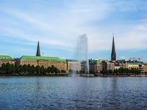 Alsterfontaene (fontaine d'Alster) chez Binnenalster (lac intérieur Alster) dans le hdr de Hambourg Photos libres de droits