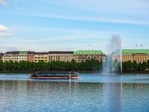 Alsterfontaene (fontaine d'Alster) chez Binnenalster (lac intérieur Alster) dans le hdr de Hambourg Photos stock