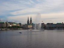 Alsterfontaene (fontana di Alster) a Binnenalster (lago interno Alster) a Amburgo Fotografia Stock Libera da Diritti