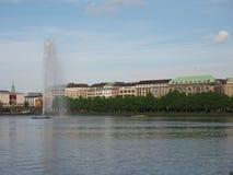 Alsterfontaene (fontana di Alster) a Binnenalster (lago interno Alster) a Amburgo Immagini Stock Libere da Diritti