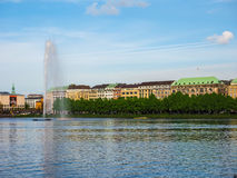 Alsterfontaene (fontana di Alster) a Binnenalster (lago interno Alster) nel hdr di Amburgo Fotografia Stock Libera da Diritti