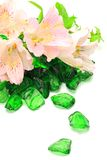 Alstroemeria e vetro verde Immagini Stock