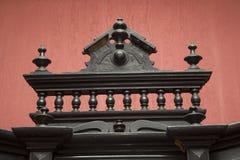 Alt, antik, Weinlese, luxuriöses klassisches handgemachtes hölzernes geschnitztes Möbeldetail stockfoto