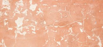 Alt leeren Sie gemalte Gipswand mit gebrochener Struktur, Beschaffenheitshintergrund Lizenzfreie Stockfotografie