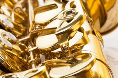 Alt- saxofonfragment med detaljerad sikt av tangenter Arkivbild
