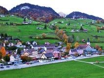 Alt St Johann in het Toggenburg-gebied en in de Thur-Riviervallei stock foto's