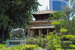 Alt u. neu - botanische Gärten, HCMC, Vietnam Stockbild
