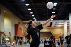 Alta acción del voleibol de las colegialas Fotografía de archivo