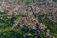 Alta antenna della città di Bergamo, Italia Fotografia Stock