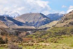 Alta azienda agricola del paese alla collina del castello, Nuova Zelanda Immagini Stock