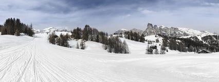 Alta Badia, skihellingen in het Dolomiet Stock Foto