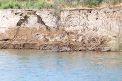 Alta banca sul fiume Fotografie Stock