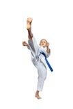 Alta battitura dell'atleta di mae-geri di scossa con una cinghia blu Immagine Stock