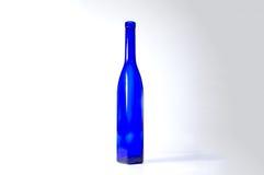 Alta bottiglia di vino decorativa blu Fotografia Stock