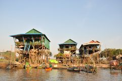 Alta casa de las piernas en Camboya fotos de archivo