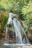 Alta cascata magnifica nel legno Immagini Stock