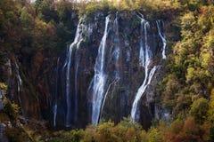 Alta cascata nelle montagne Fotografia Stock Libera da Diritti