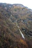 Alta cascata in valle del bohinj Immagine Stock Libera da Diritti